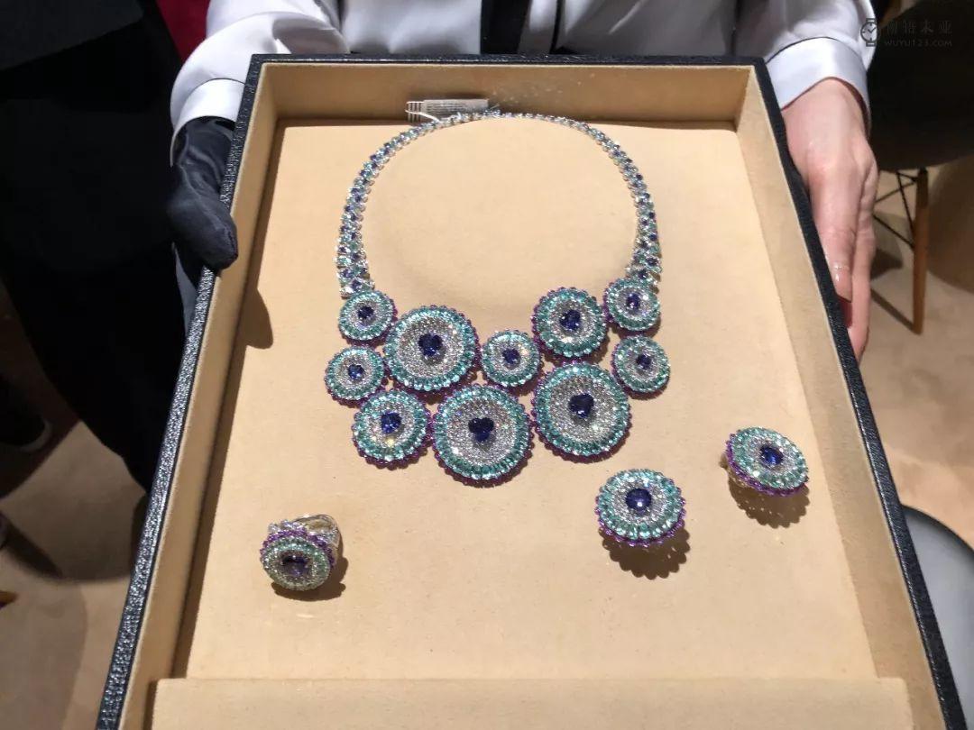 女人都是用挑珠宝的眼光买手表?!